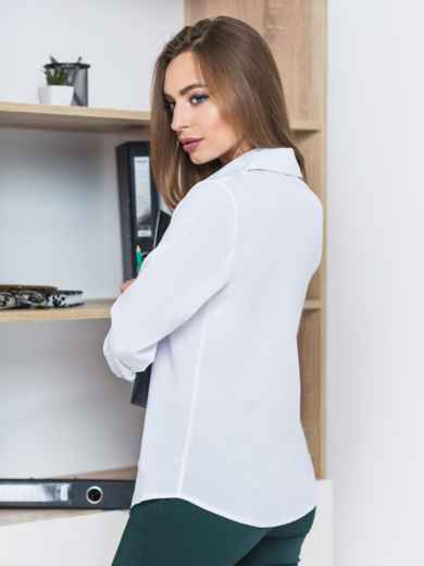Блузка полуприталенного кроя с функциональными пуговицами белая 22138, фото 2