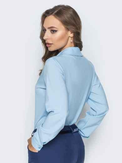 Блузка полуприталенного кроя с функциональными пуговицами голубая - 14228, фото 3 – интернет-магазин Dressa