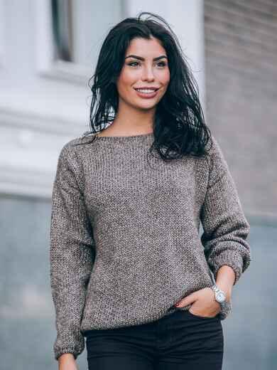 Свободный свитер со спущенным плечевым швом коричневый - 13035, фото 1 – интернет-магазин Dressa