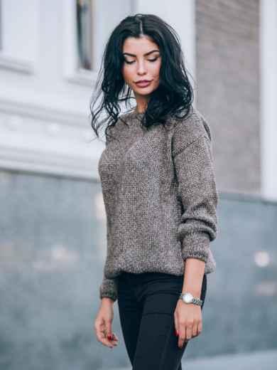 Свободный свитер со спущенным плечевым швом коричневый - 13035, фото 3 – интернет-магазин Dressa