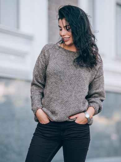 Свободный свитер со спущенным плечевым швом коричневый - 13035, фото 4 – интернет-магазин Dressa
