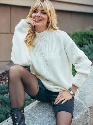 Белый свитер со спущенной линией плечевого шва 50210, фото 1