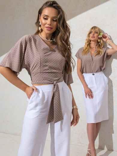 Укороченная блузка бежевого цвета в горох с V-вырезом 49186, фото 2