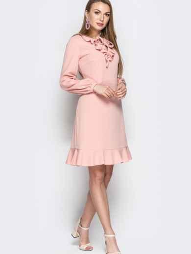 Пудровое платье с воротником-жабо и воланом по низу - 20963, фото 2 – интернет-магазин Dressa
