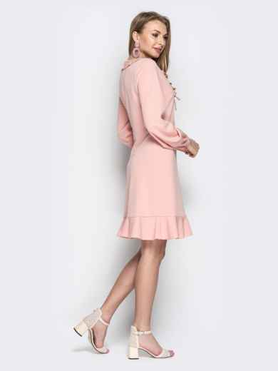 Пудровое платье с воротником-жабо и воланом по низу - 20963, фото 3 – интернет-магазин Dressa