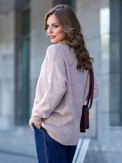 Пудровый свитер с вырезом лодочка и накладными карманами - 41059, фото 2 – интернет-магазин Dressa