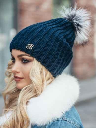 Темно-синяя шапка «резинка» с бубоном - 15326, фото 3 – интернет-магазин Dressa