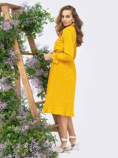 Горчичное платье в горох с воротником-аскот и юбкой-плиссе - 44830, фото 3 – интернет-магазин Dressa