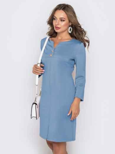 Платье приталенного кроя с V-вырезом голубого цвета 49777, фото 2