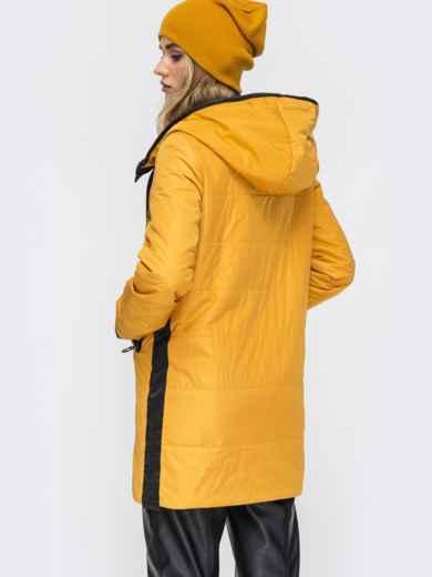 Удлиненная куртка с лампасами по бокам горчичная - 45285, фото 4 – интернет-магазин Dressa