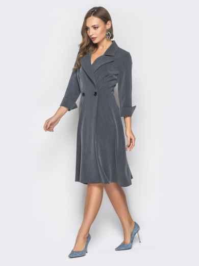 Серое двубортное платье-пиджак с расклешеной юбкой - 19217, фото 2 – интернет-магазин Dressa