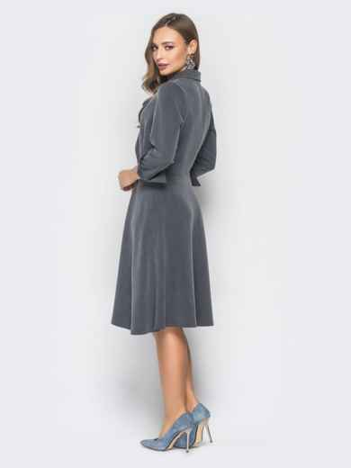 Серое двубортное платье-пиджак с расклешеной юбкой - 19217, фото 3 – интернет-магазин Dressa