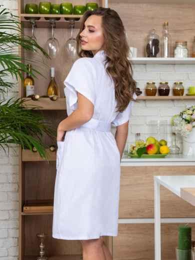 Белый халат с авторским принтом и вшитым поясом - 20431, фото 2 – интернет-магазин Dressa