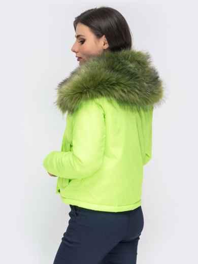 Укороченная куртка с объемным воротником из меха салатовая - 41305, фото 3 – интернет-магазин Dressa