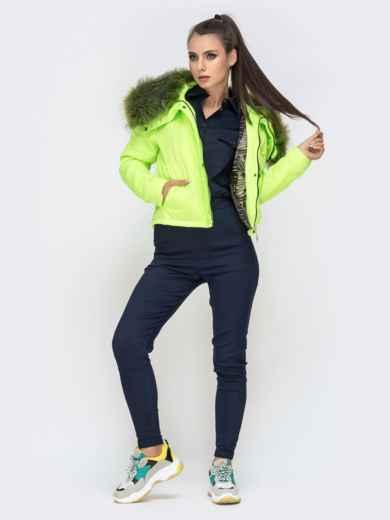 Укороченная куртка с объемным воротником из меха салатовая - 41305, фото 5 – интернет-магазин Dressa