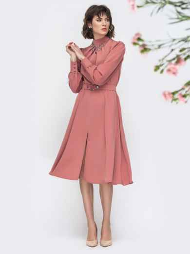 Розовое платье с воротником стойкой и разрезом спереди - 45087, фото 3 – интернет-магазин Dressa
