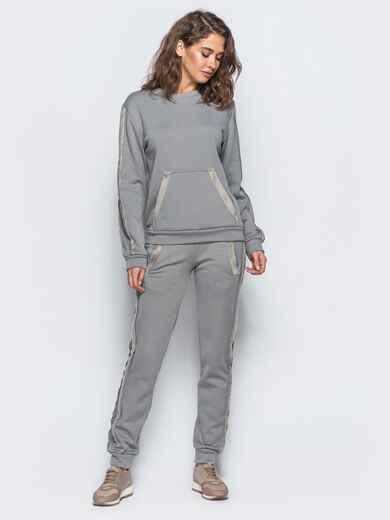Спортивный комплект светло-серого цвета с меховыми лампасами - 17402, фото 1 – интернет-магазин Dressa