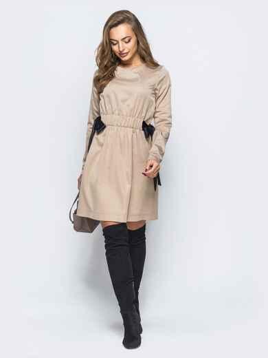 91c8605b658 Платье с регулируемой резинкой на талии бежевое 17832 – купить в ...