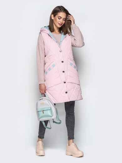 Удлиненный жилет с капюшоном и накладными карманами розовый - 20254, фото 1 – интернет-магазин Dressa