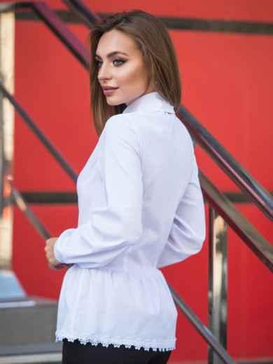 Блузка с воланом по низу и функциональными пуговицами белая - 14171, фото 2 – интернет-магазин Dressa