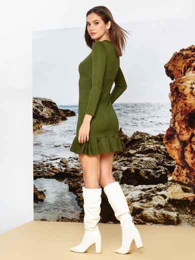 Платье из трикотажа цвета хаки с оборкой по низу - 42286, фото 2 – интернет-магазин Dressa