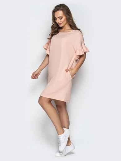 Пудровое платье свободного кроя с воланами на рукавах - 21340, фото 2 – интернет-магазин Dressa