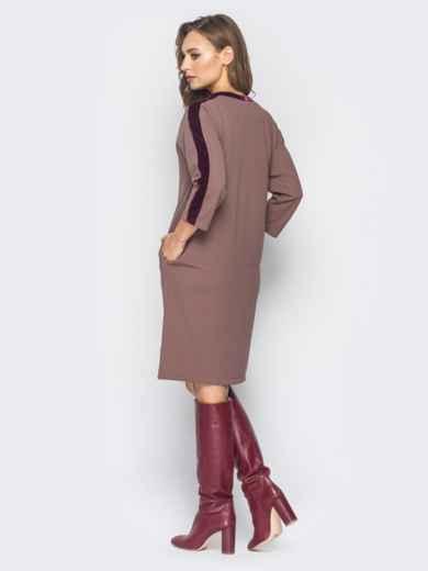 Платье бежевого цвета с велюровыми лампасами - 19170, фото 3 – интернет-магазин Dressa