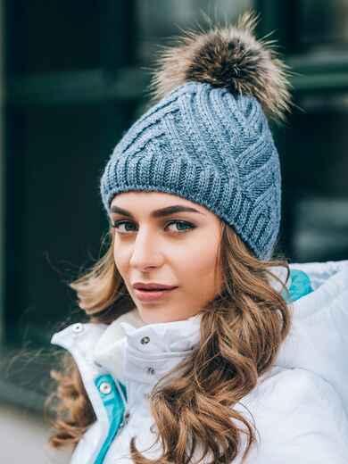 """Серая шапка с с объемной вязкой """"плетенка"""" - 14833, фото 2 – интернет-магазин Dressa"""