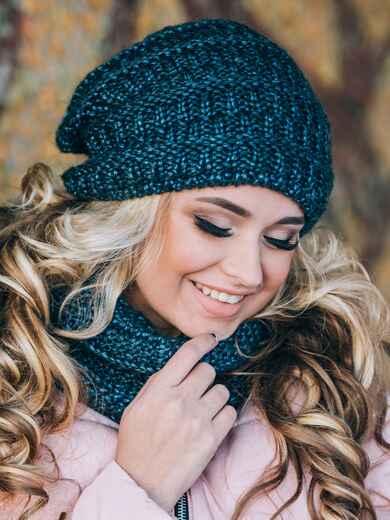 Синие шапка и шарф с переплётом изнаночной вязки - 14893, фото 2 – интернет-магазин Dressa