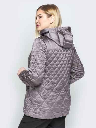 Стеганая куртка с капюшоном и карманами на магнитах серая - 20320, фото 3 – интернет-магазин Dressa