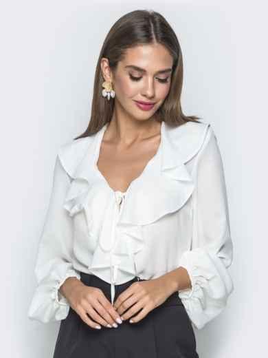 Белая блузка с рюшами по горловине - 40106, фото 2 – интернет-магазин Dressa