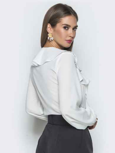 Белая блузка с рюшами по горловине - 40106, фото 4 – интернет-магазин Dressa