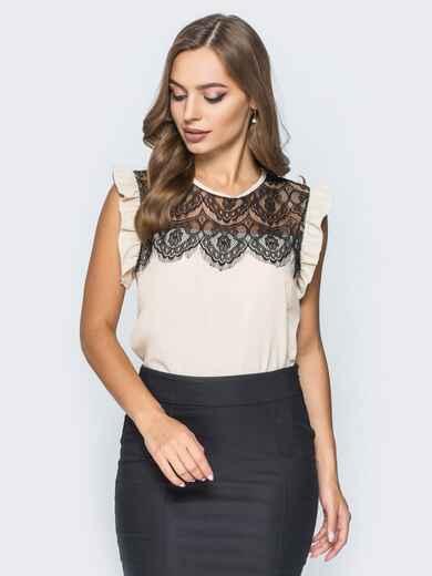 Блузка прямого кроя с кружевной кокеткой бежевая - 13251, фото 1 – интернет-магазин Dressa