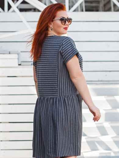 Графитовое платье батал приталенного кроя в полоску - 47878, фото 3 – интернет-магазин Dressa