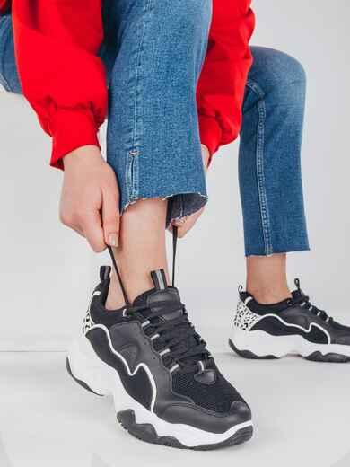 Чёрные кроссовки с контрастной подошвой 51418, фото 1