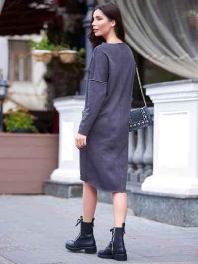 Теплое платье в спортивном стиле с необработанными краями темно-серое - 16937, фото 2 – интернет-магазин Dressa
