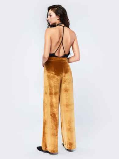 Брюки-гаучо янтарного цвета из велюра - 17505, фото 3 – интернет-магазин Dressa