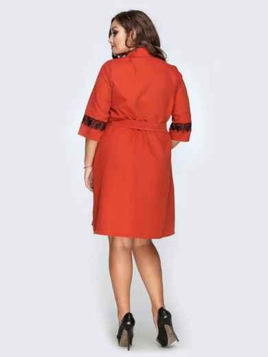 Платье-рубашка красного цвета с гипюровыми вставками - 19167, фото 3 – интернет-магазин Dressa