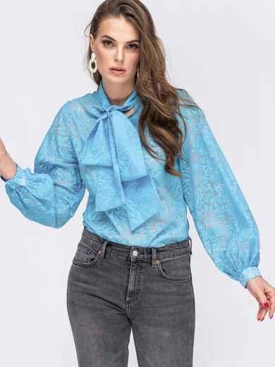 Фактурная блузка голубого цвета с воротником-аскот 45569, фото 1