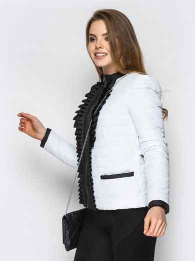 Белая куртка с контрастной рюшей на полочке - 12940, фото 3 – интернет-магазин Dressa