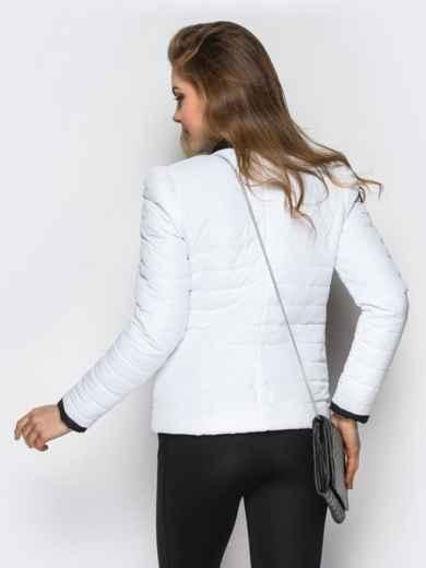 Белая куртка с контрастной рюшей на полочке - 12940, фото 4 – интернет-магазин Dressa