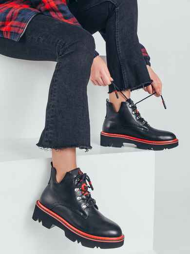 Демисезонные ботинки черного цвета с красной окантовкой 50459, фото 1