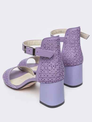 Сиреневые босоножки на устойчивом каблуке с перфорацией - 21436, фото 3 – интернет-магазин Dressa