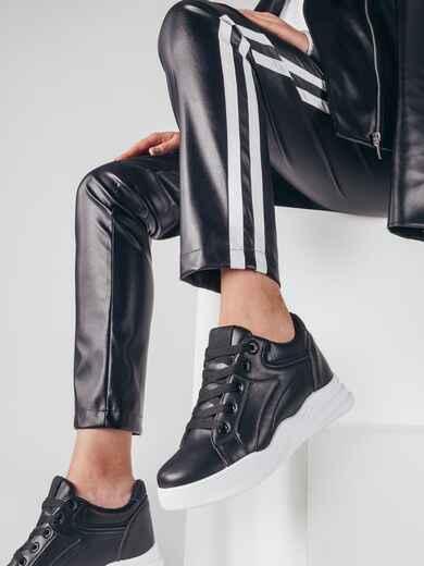 Чёрные кроссовки из эко-кожи с белой подошвой 51423, фото 1