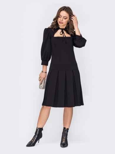Черное платье с горловиной на завязках и юбкой в складки 53037, фото 1
