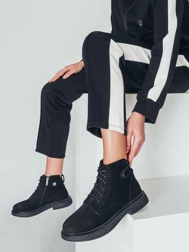 Демисезонные ботинки черного цвета с рифленой подошвой 50460, фото 1