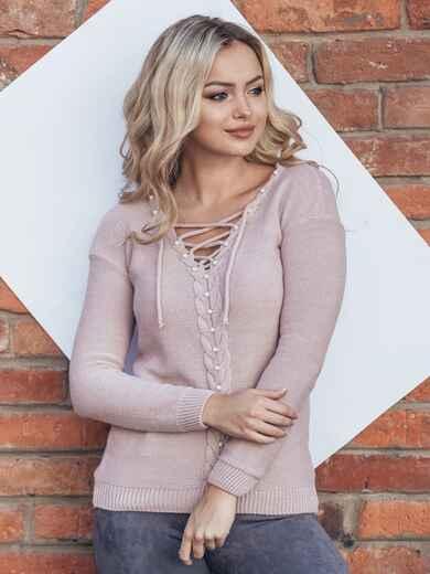 Розовый джемпер со шнуровкой и жемчугом на полочке - 15803, фото 1 – интернет-магазин Dressa