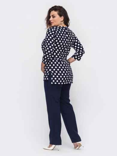 Брючный комплект батал с блузкой темно-синего цвета в горох 50934, фото 2