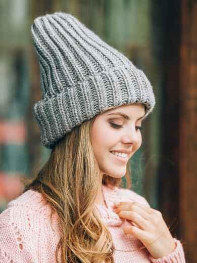 """Серая шапка-чулок изнаночной вязки с узором """"косы"""" - 14844, фото 1 – интернет-магазин Dressa"""