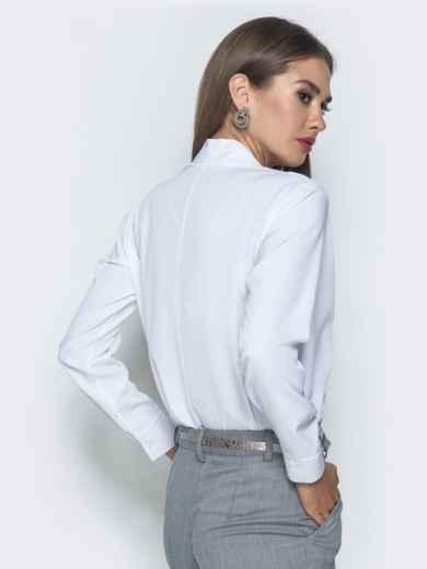 Белая блузка прямого кроя с V-вырезом - 39737, фото 2 – интернет-магазин Dressa